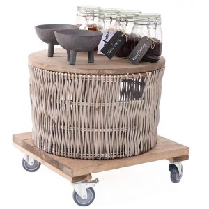 Mobile-unit-with-large-wicker-and-jams
